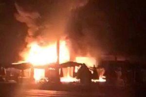 Kiên Giang: Hỏa hoạn thiêu rụi 30 ki-ốt trong đêm