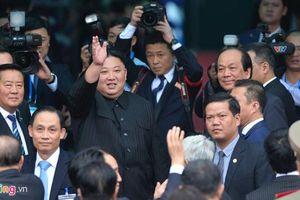 Ông Kim Jong Un vẫy tay, thân thiện chào Việt Nam