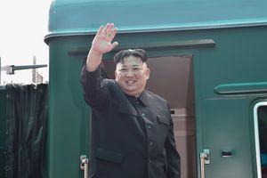 Chủ tịch Triều Tiên Kim Jong Un lên tàu rời Việt Nam