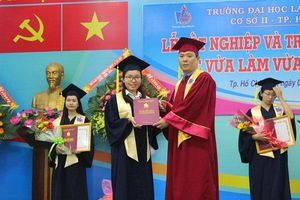 Trường Đại học Lao động - Xã hội (CS II) tổ chức lễ trao bằng cử nhân hệ vừa làm vừa học năm 2018