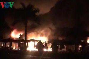 Chợ Cà Nhung cháy kinh hoàng vào rạng sáng