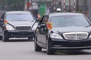 Chủ tịch Kim Jong Un hạ kính xe, vẫy tay chào tạm biệt người dân Hà Nội