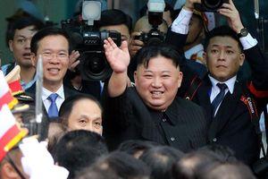 Chủ tịch Triều Tiên Kim Jong Un lên tàu về nước