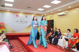 Ấn tượng nét đẹp văn hóa Việt trên những tà áo dài trị giá ngàn đô
