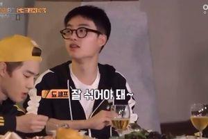 'Chủ tịch' Chanyeol (EXO) đẹp trai 'thần sầu' tại sân bay, không nghe lời 'đầu bếp' D.O và nhận cái kết đắng