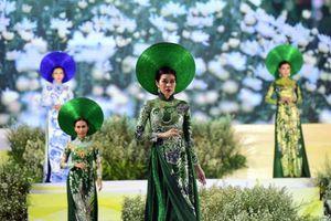 Lễ hội Áo dài TP.HCM góp phần lan tỏa tình yêu với chiếc áo dài