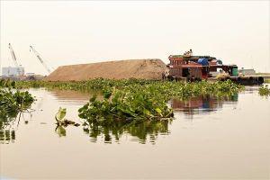 Rác, lục bình ngày ngày đe dọa những dòng kênh Sài Gòn