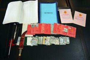 Bắt nhóm cho vay nặng lãi ở Quảng Ninh, thu nhiều dao kiếm