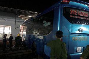 Khởi tố, tạm giam phụ xe lái ôtô tông 6 hành khách thương vong