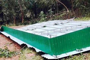 Nghệ An: Lốc xoáy càn quét, hàng chục mái nhà bị cuốn bay