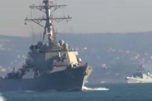 Video chiến hạm Mỹ-Nga 'chạm mặt nhau' ở khoảng cách gần