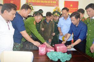 Bắt quả tang đối tượng người Lào vận chuyển 60.000 viên ma túy vào Việt Nam