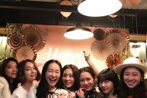5 cô bạn nổi tiếng lần lượt kết hôn, đến khi nào Son Ye Jin - Gong Hyo Jin mới chịu 'yên bề gia thất'?