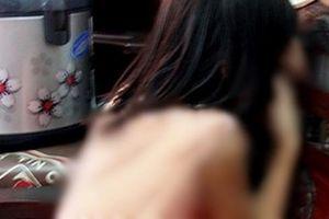 Thầy giáo chủ nhiệm bị tố dâm ô, vỗ mông nhiều nữ sinh tiểu học