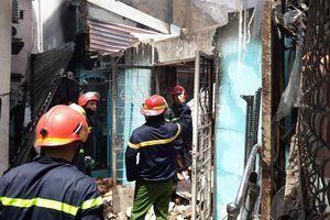 2 căn nhà cháy rụi giữa trưa, nhiều người ôm tài sản tháo chạy