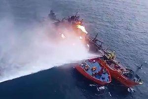 Nga dập tắt hỏa hoạn trên tàu chở dầu ở biển Đen