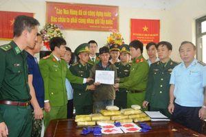 Hà Tĩnh: Bắt giữ một đối tượng người Lào vận chuyển 60.000 viên ma túy