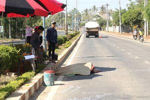 Người đàn ông bị xe ben cán tử vong khi qua đường mua nước