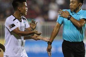 Sếp HAGL tố trọng tài 'ngó lơ' 2 quả penalty mười mươi
