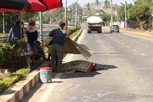Người đàn ông đi bộ qua đường bị xe ben cán tử vong
