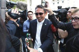Nam diễn viên 'Bao Thanh Thiên' tươi cười khi đến tòa vì tội cưỡng dâm gây phẫn nộ