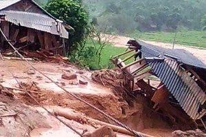 Di dời khẩn cấp 359 hộ dân có nguy cơ bị lũ cuốn trôi trước mùa mưa bão