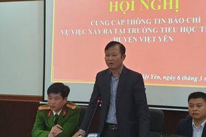 Luật sư phân tích về hành vi' sờ mông, sờ đùi' của thầy giáo với nhiều học sinh tại Bắc Giang