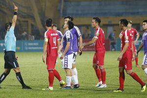 'Derby' Thủ đô: Bóng đã chạm tay tiền đạo Hà Nội FC trước khi bay vào lưới Viettel?