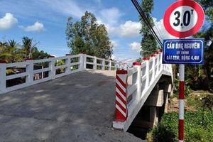 Dân bức xúc vì cầu mới xây mang tên Phó chủ tịch xã