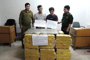 Bắt hai người nước ngoài vận chuyển 600.000 viên ma túy, 36 bánh heroin vào Việt Nam