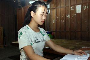 Nữ sinh mồ côi bơ vơ tìm nơi thờ mẹ
