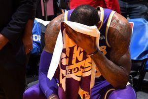 LeBron James rơi lệ, Lakers cúi đầu tại STAPLES Center