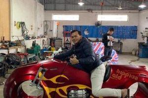 Muốn bơm Tron Light Cycle cực độc, đại gia Sài Gòn Phúc XO phải đi tận 20km