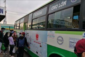 Đã có thể dùng điện thoại, thẻ thanh toán thay vé một số tuyến buýt tại TP.HCM