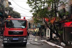 Kịp thời dập tắt đám cháy trên phố Bát Đàn