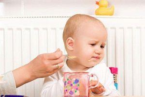 Độc vô cùng khi pha sữa với nước cơm cho trẻ uống