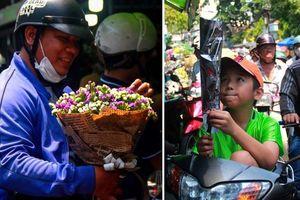 TP.HCM: Giá hoa cao ngất ngưởng, các ông chồng vẫn hớn hở chở con ra chợ để mua hoa về tặng vợ trong ngày 8/3