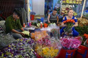 Chợ hoa Hồ Thị Kỷ bán chạy như tôm tươi