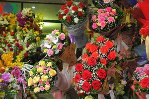 Thị trường hoa tươi ở Hà Nội sôi động, hút khách ngày 8/3