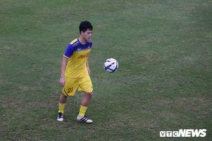 Đình Trọng trở lại mạnh mẽ, U23 Việt Nam vẫn chưa đủ quân tập