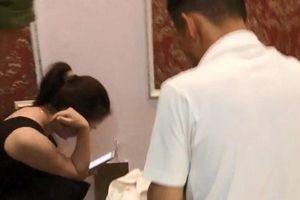 Vụ cô giáo bị tố vào khách sạn cùng nam sinh lớp 10: Có hay không clip 'quả tang' trong khách sạn?