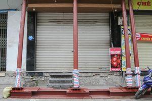 Hà Nội: Nhà trên phố Đào Tấn đồng loạt... 'chống nạng'