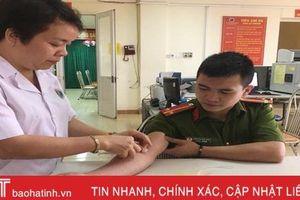 2 chiến sỹ Công an Hà Tĩnh hiến máu cứu bệnh nhân nguy kịch