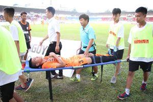 Chấn thương gãy chân kinh hoàng của trung vệ U.19 Đà Nẵng Hồ Văn Duy Bảo