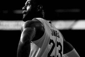 LeBron James có Triple-double, Lakers vẫn gục ngã ngay tại 'thánh địa' STAPLES Center