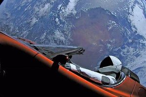 Tesla Roadster là chiếc xe đi xa nhất trong lịch sử