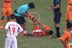 Cầu thủ Đà Nẵng bị gãy chân khó tin trong trận đấu với U19 HAGL