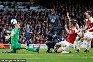 Thất thủ 0-2 ở Emirates, MU hai tay dâng vị trí thứ 4 cho Arsenal