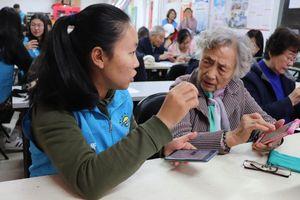 'Cơn lốc' công nghệ Trung Quốc đang cuốn phăng những người cao tuổi