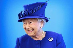 Nữ hoàng Anh ưa chuộng mũ màu sắc, nguyên nhân đến từ đâu?